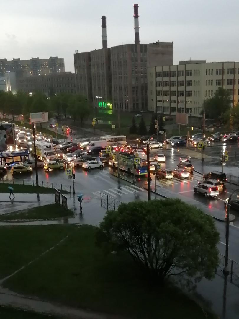 Последствия отключения электричества на перекрестке Гражданского проспекта и проспекта Непокорённых