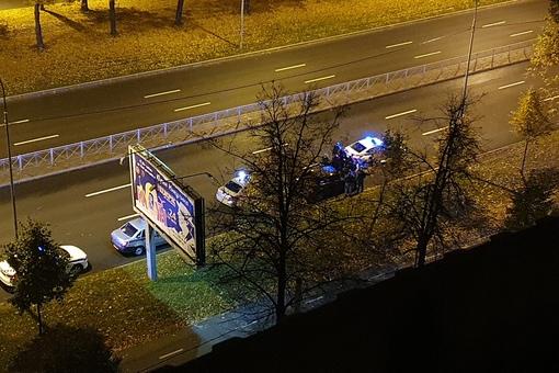 В 1.24 ночи, напротив Пискаревского проспекта дом 10, господа с мигалками резко остановили неопознан...