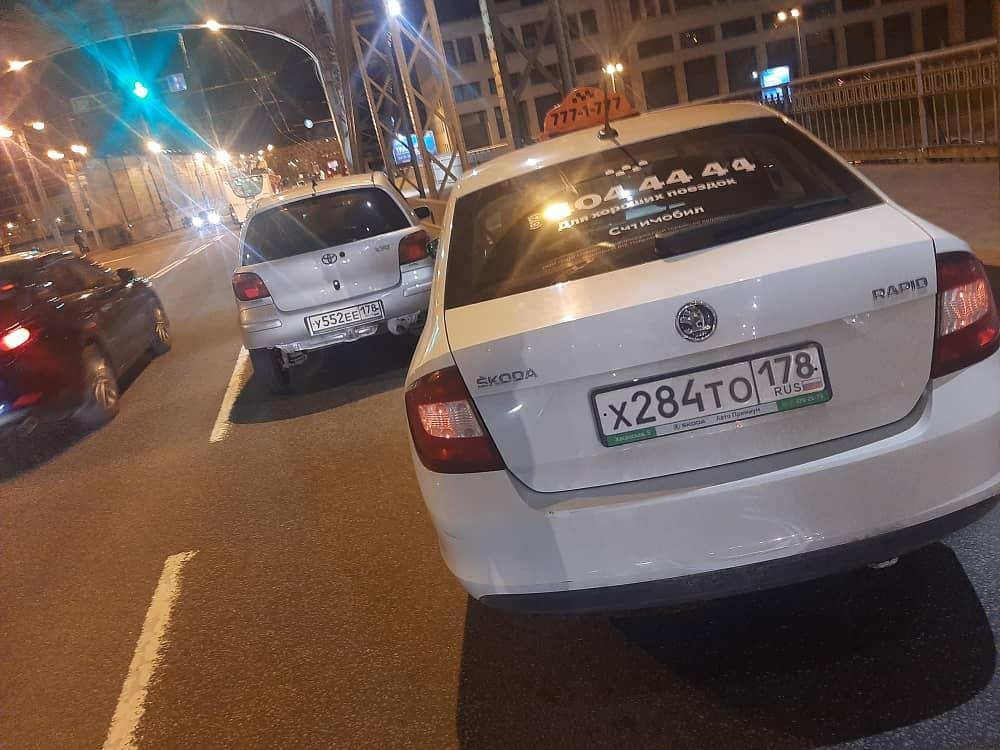 Произошло ДТП на Большеохтинском мосту, примерно в 22:30, девушка не убедившись в безопасном перестр...