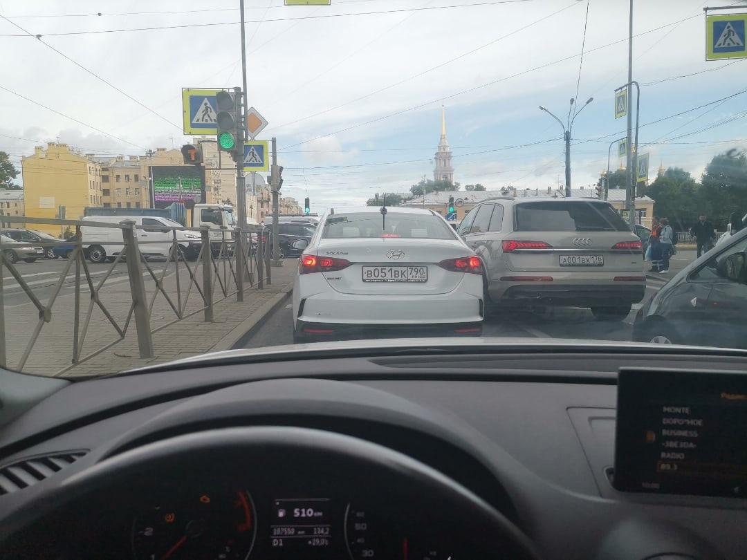 Лиговский проспект перекрыла ГИБДД