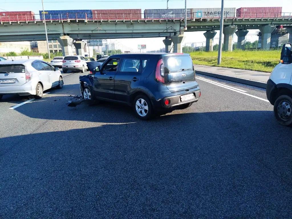 Ищу момент ДТП произошедшего 7 июня с 7.00 по 7.30 на Витебском проспекте под Ж/Д мостом при въезде ...