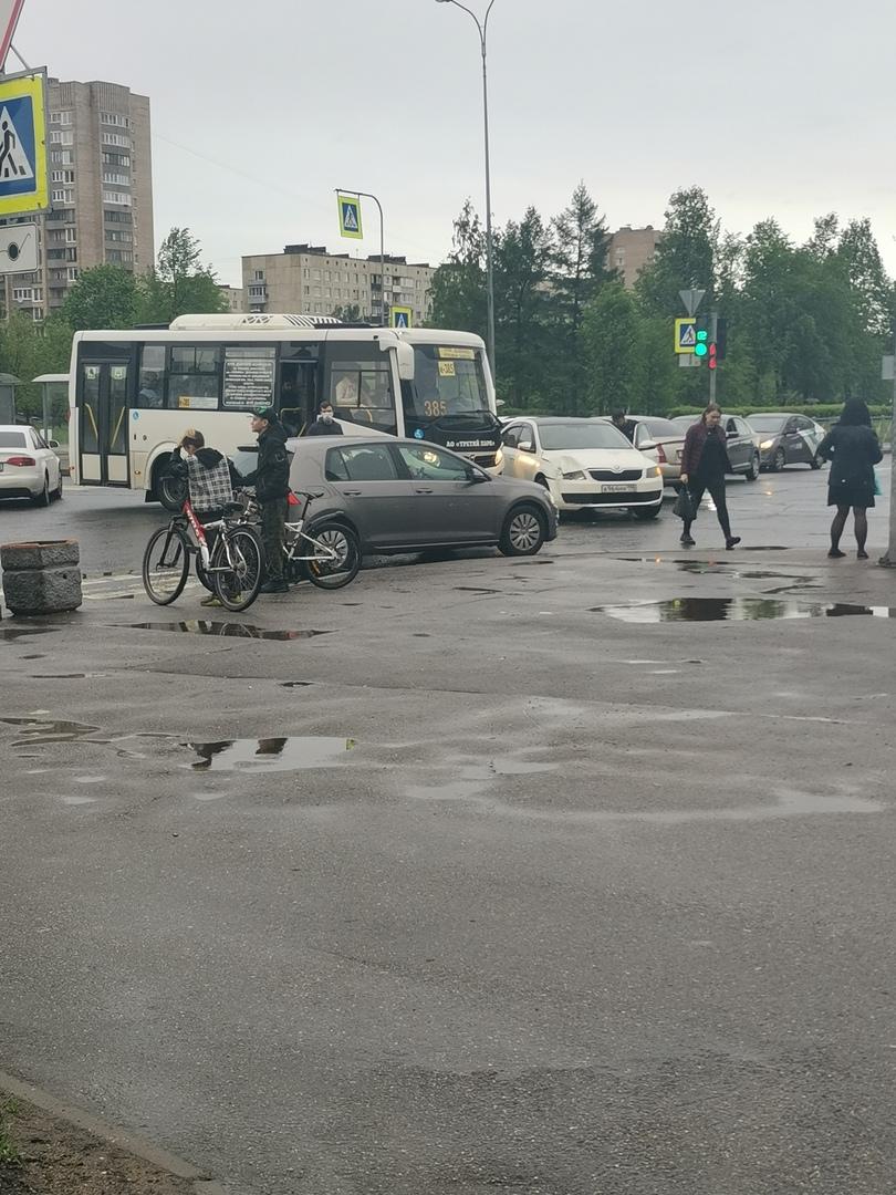 На перекрёстке Искровского и Крыленко. Skoda не пропустила маршрутку. Пострадавших нет.