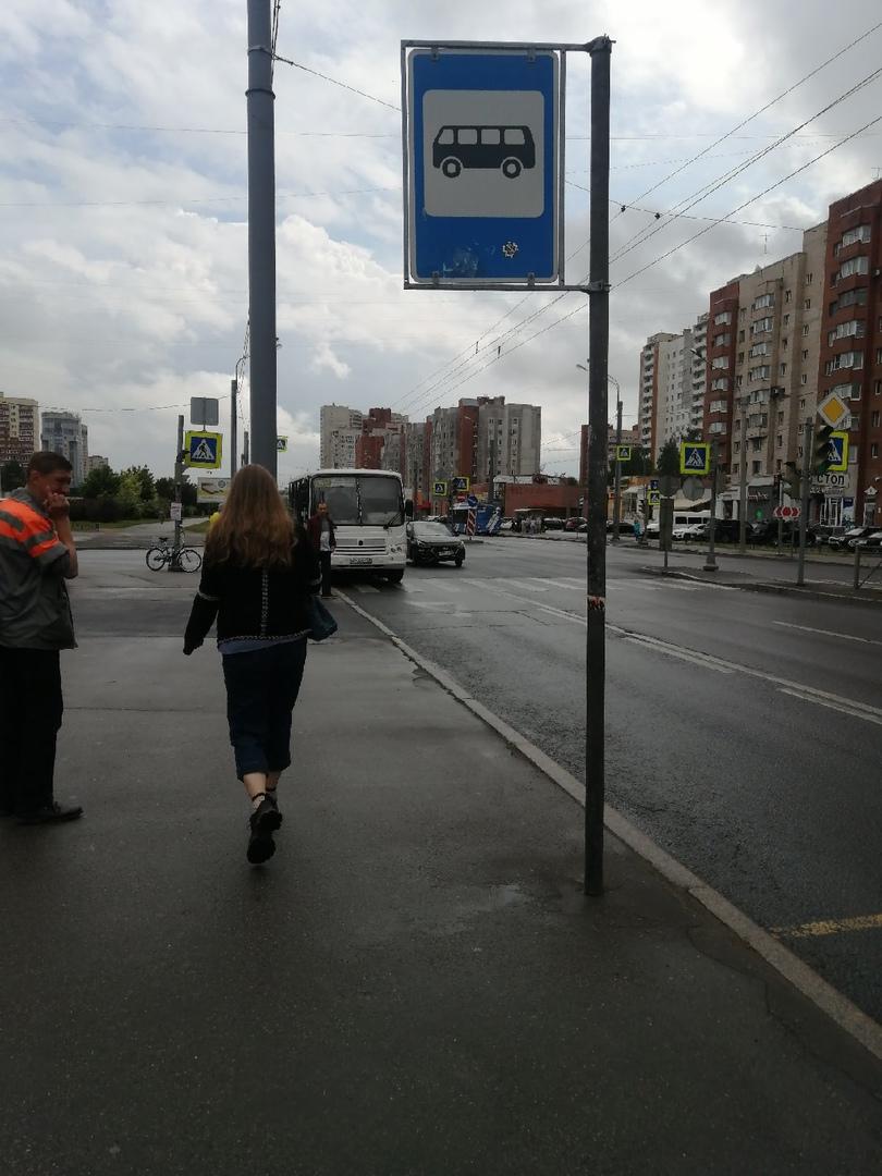 Авария на пересечении Ленинского и Котина. Solaris догнал маршрутку. Пробки нет.