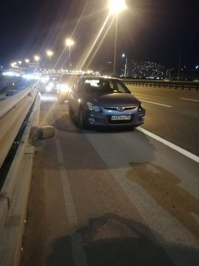 Сегодня 28 апреля примерно в 21:05-21:10 произошло ДТП на внутренней стороне КАД, около Пулковского...