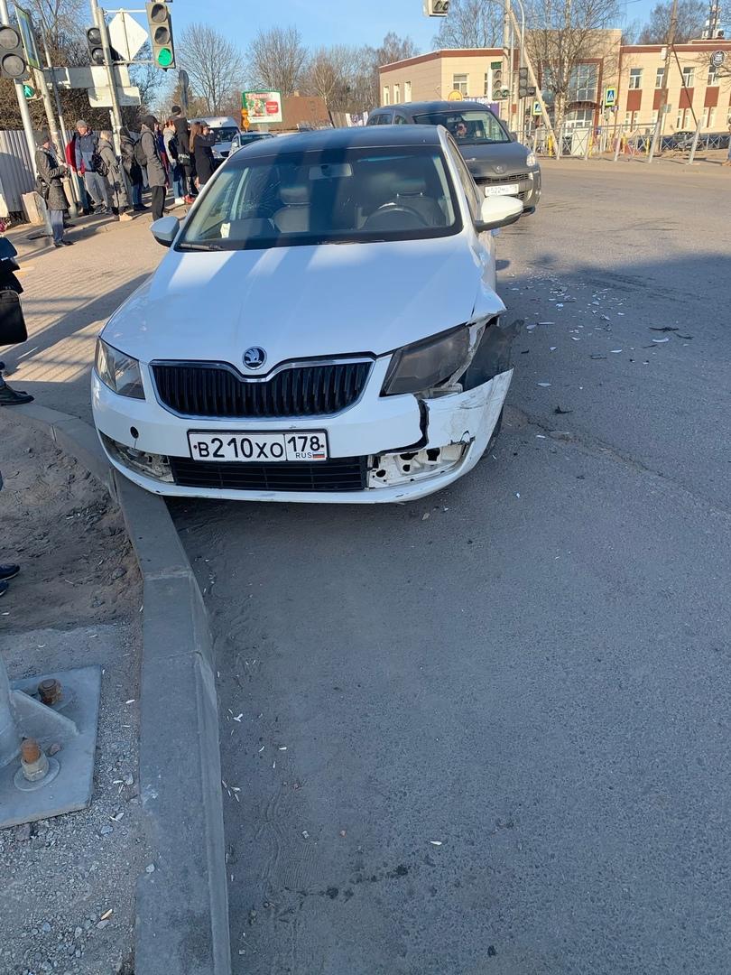 В Мурине на пересечении Садовой и Центральной приуныли машины.