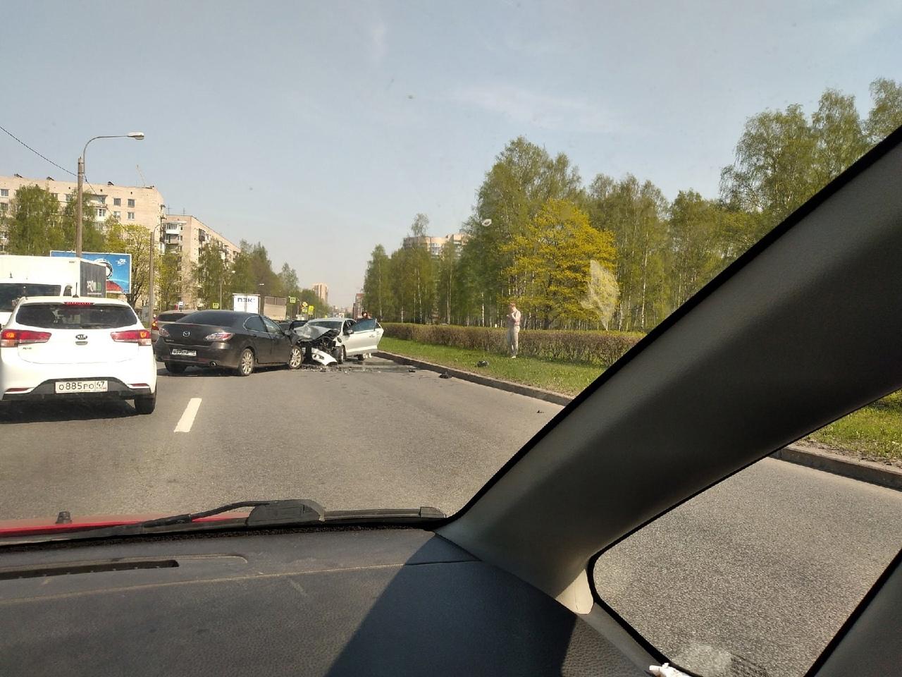 Мазда6 и Поло столкнулись в лобовом ударе на Бутлерова, около улицы Фаворского