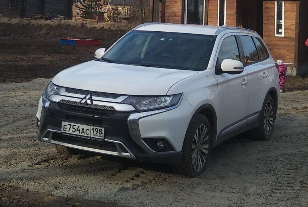 3 февраля с Кузнецовской улицы от дома 19 был угнан Mitsubishi Outlander белого цвета , 2019 года вы...