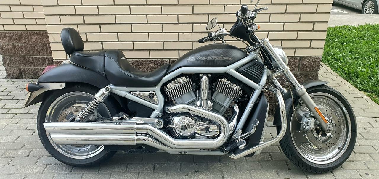 Прошу помощи в поиске угнанного мотоцикла. Черный Harley-Davidson VRSCA V-Rod 2003 угнан в городе Ку...