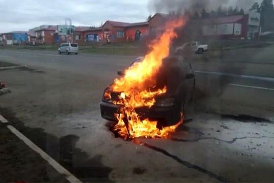 27.05.2021. Сгорел автомобиль на проспекте Мира в Усть-Илимске