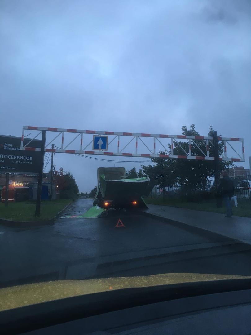 Я понимаю мост глупости, но Кудрово смешит глупцом за рулём