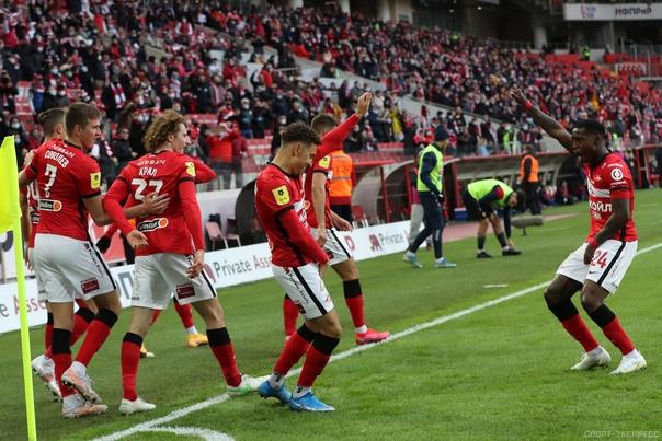 Ларссон и Промес празднуют гол в ворота ЦСКА