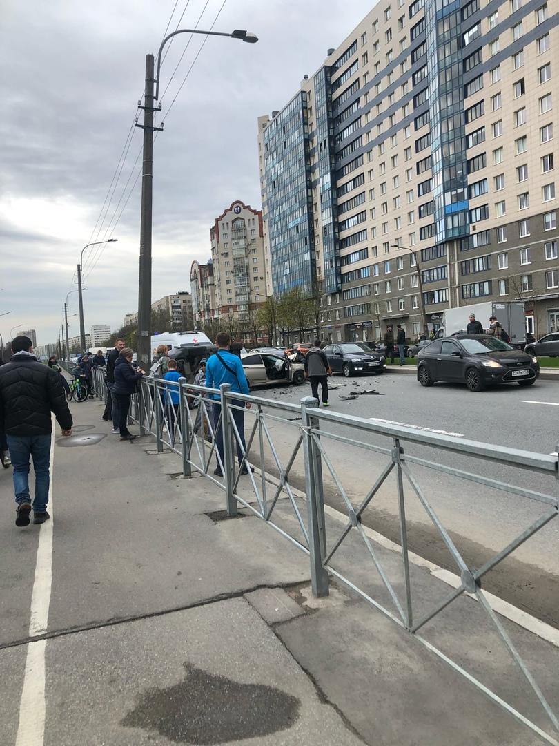 Фаталити на перекрёстке Луначарского и Ушинского. Столкнулись 3 машины, Solaris и Ленд Ровнр Дискав...