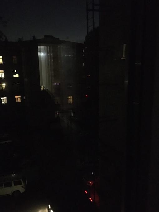 Могнуло электричество, после чего во дворах на Таллинской и на Стахановцев кончился свет.