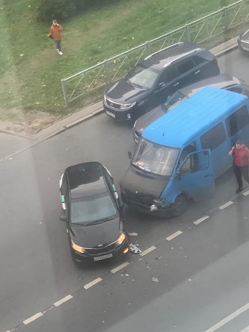 Каршеринг попал в ДТП на перекрёстке Варшавской и ул. Победы