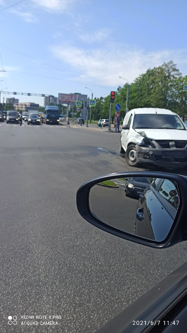 ДТП на перекрёстке пр. Маршала Блюхера и Пискаревского пр.