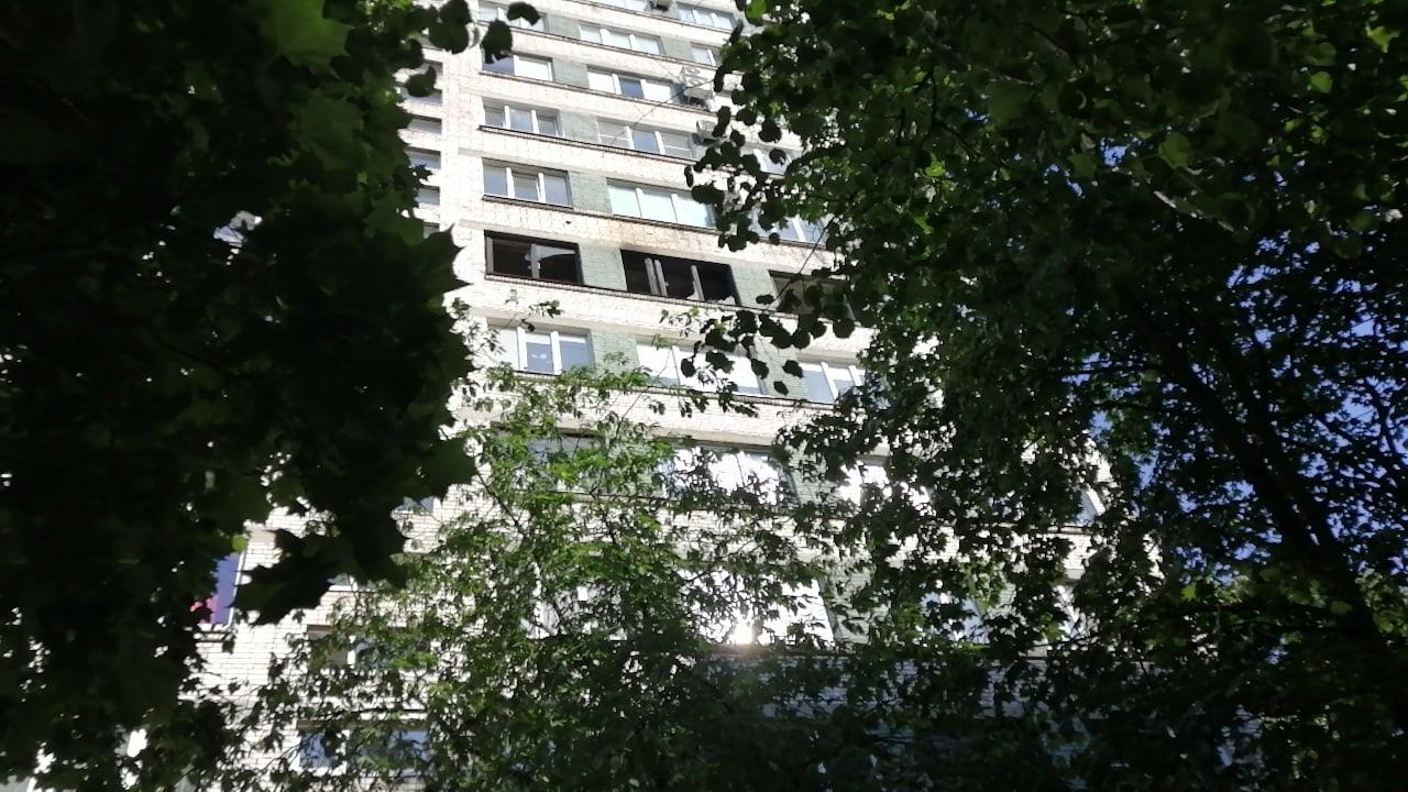 Пожар на Тореза 28. 7 этаж. Пожарные приехали, быстро потушили.