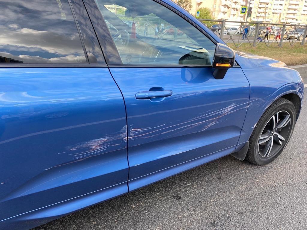 Вчера утром Hyundai TUCSON темно красного цвета «притер» Volvo Время около 8:00, напротив дома по Па...