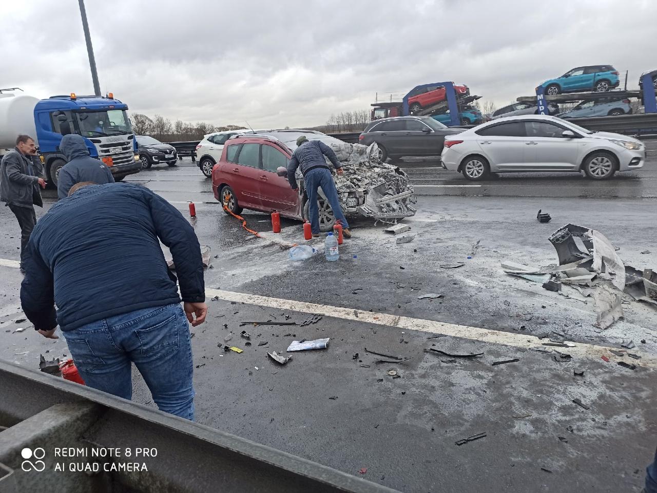 Массовое ДТП на кольцевой, перед сьездом на Таллинское шоссе с внутренней стороны