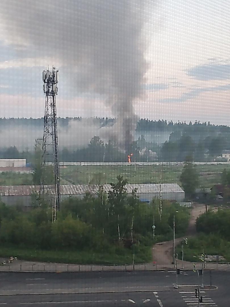 07 июня в 03:48 поступило сообщение о пожаре по адресу: п. Парголово, Кооперативная улица, дом 6. Го...
