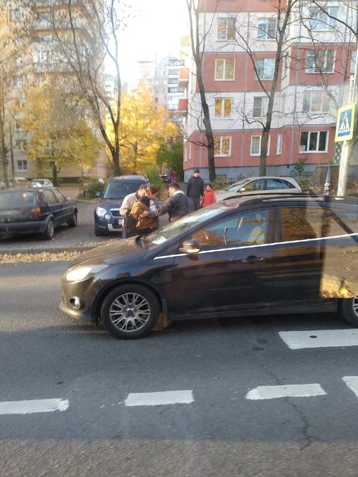 Где-то около 8.45 - 8.50, на пешеходном переходе, у дома 31 к.1 по Бестужевской улице был сбит подро...