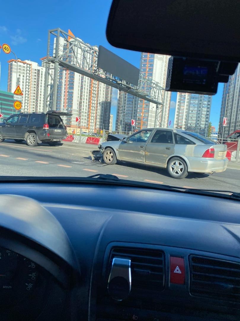 На пересечении Дунайского и Среднерогатской столкнулись Опель и Toyota Лендкрузер. Ожидают экипаж Д...