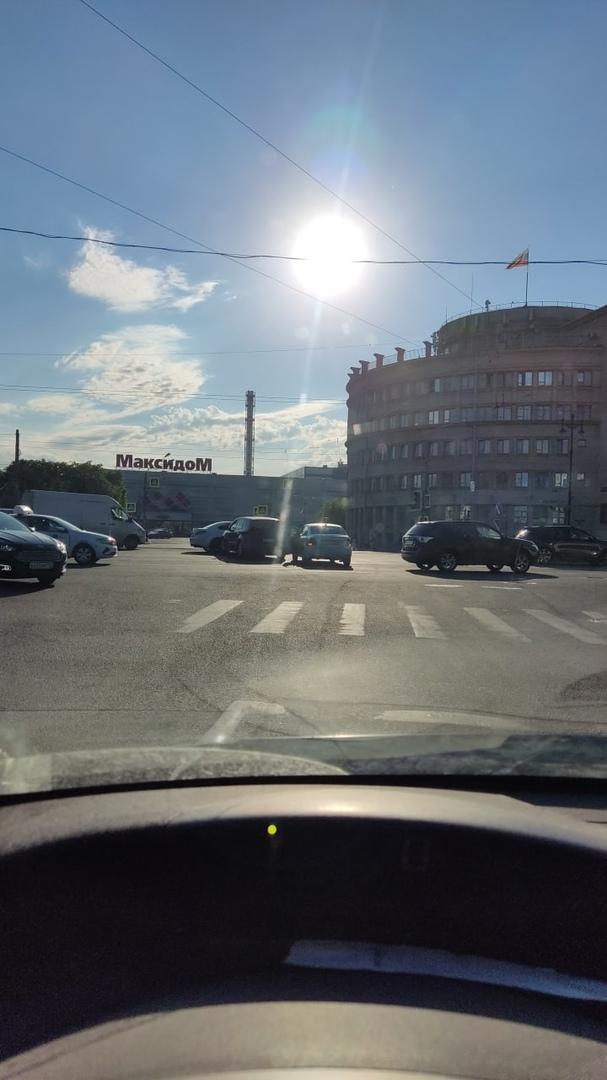 ДТП на перекрёстке Московского и Рощинской.