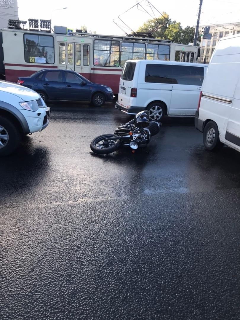 На Черной речке сбили мотоцикл Триумф номер 5825 АН 78 Мотоциклист в скорой.