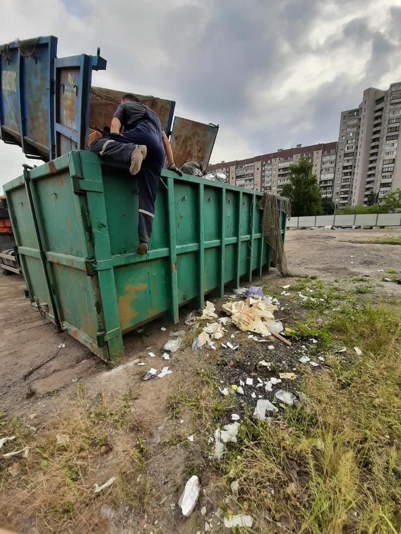 В 8:30 в жилом квартале по адресу: ул. Бадаева, д.11, Союзный, д.10. Незаконно производилась перегр...