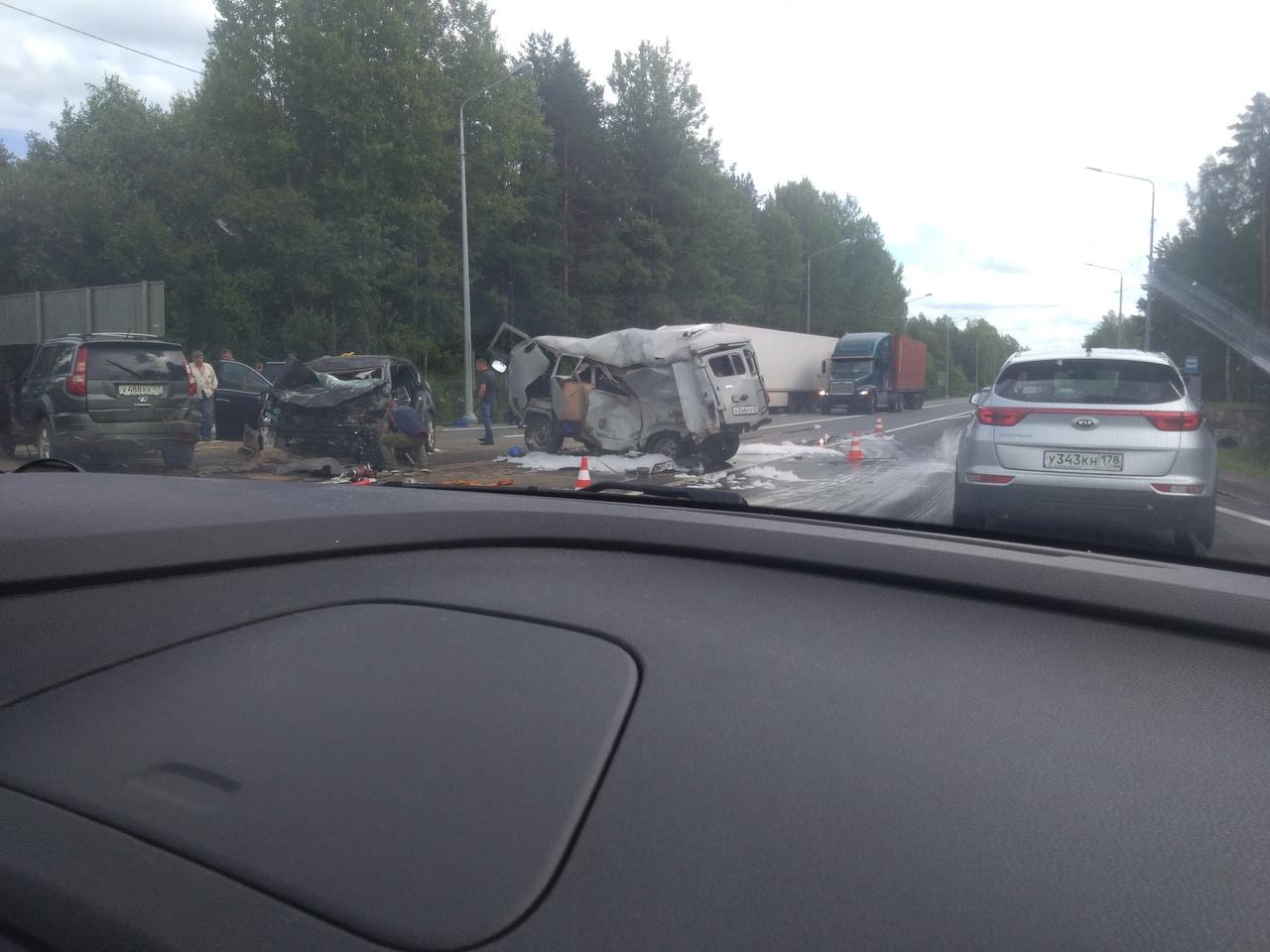 Авария из трёх автомобилей в ЛО, в районе деревни Дыми, у поворота на Антониево-Дымский монастырь. В...