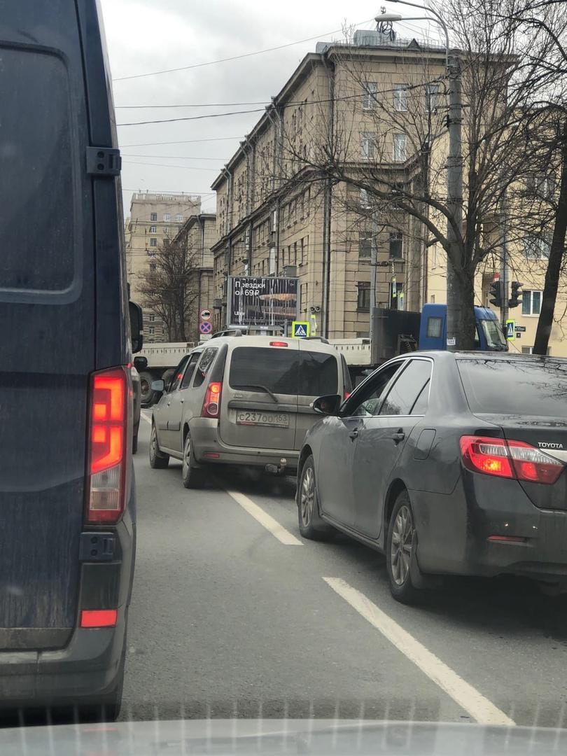 Шаланда и Гольф столкнулись на перекрёстке Кузнецовской и проспекта Юрия Гагарина