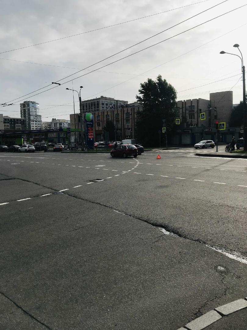 Утро началось не с кофе. ДТП на перекрестке улицы Беринга и Малого проспекта.