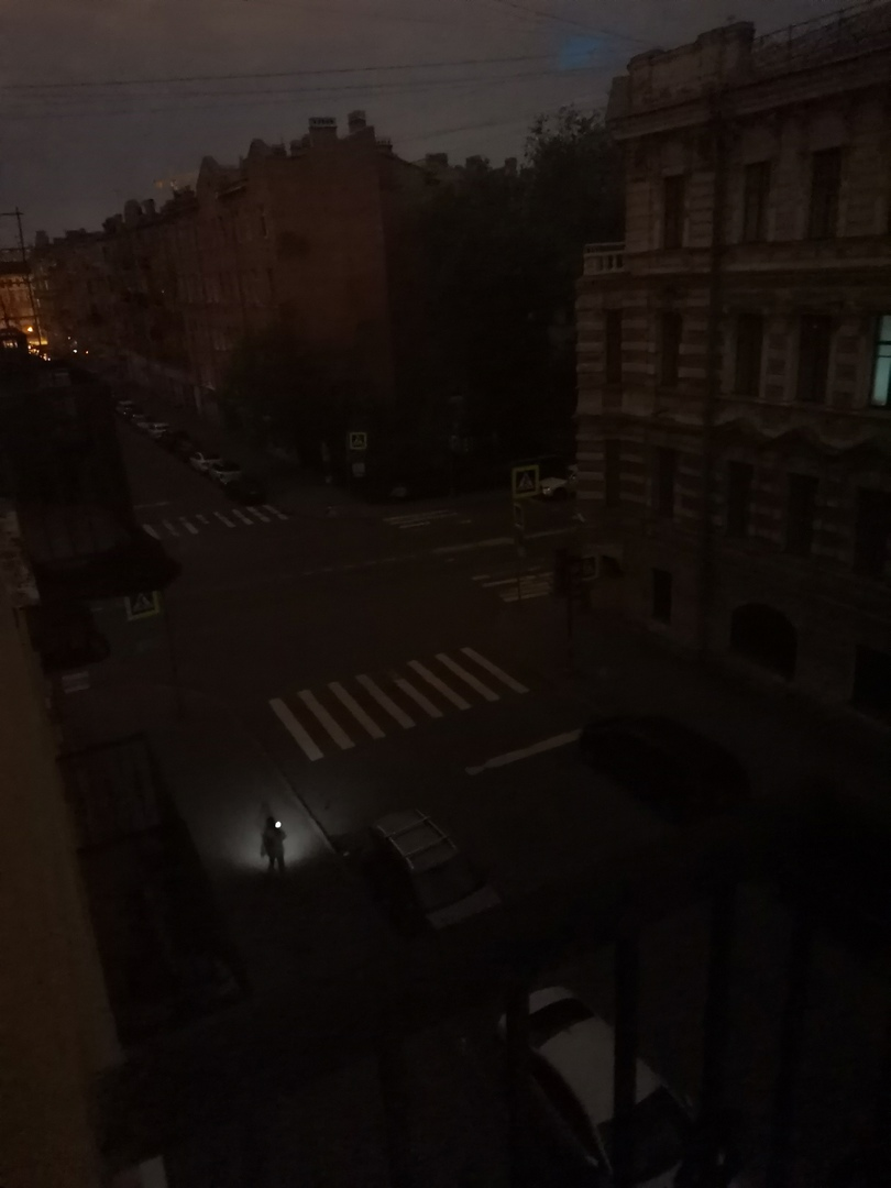 Минимум 4 квартала вокруг перекрёстка 8-ой Советской и Дегтярной улиц остались без света. Отключение...