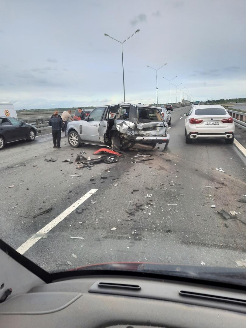 Авария на 140-м километре, внутренней стороны КАД, перед Приморским шоссе.