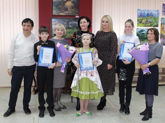 Мэр города А.И. Щекина вручила стипендии талантливым детям