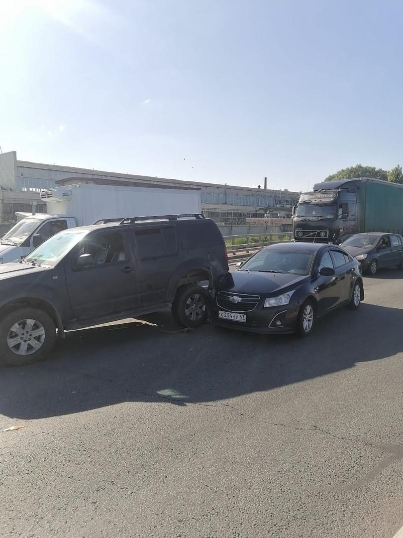 Помогите найти участника аварии. 10 июня около 17ч.15 мин. недалеко от Витебского пр. 109 автомобиль...