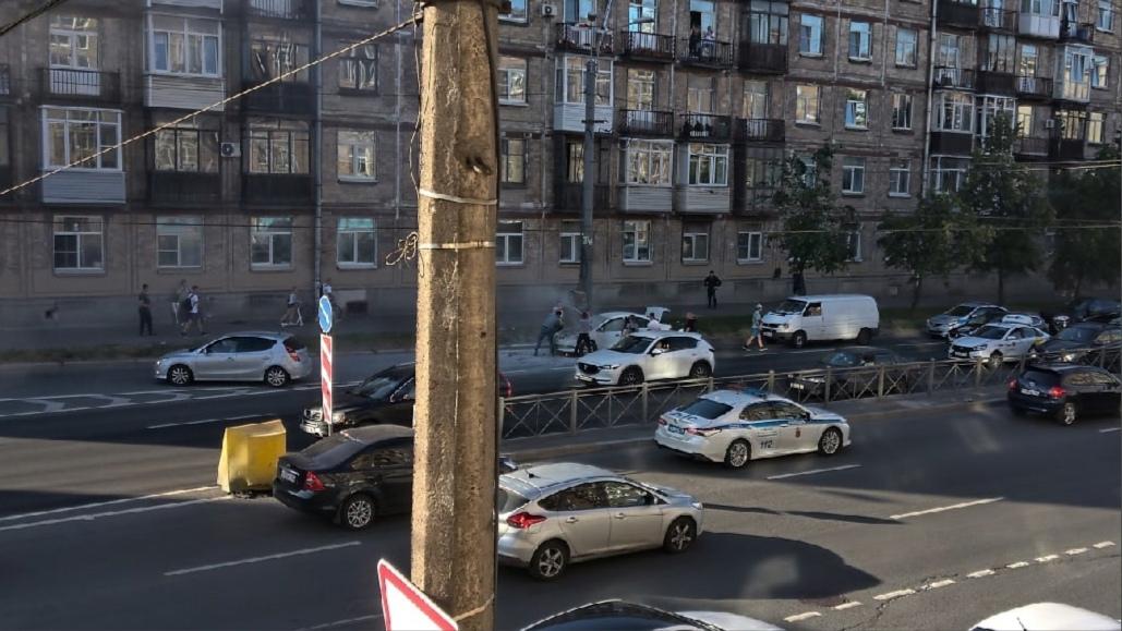 У дома 25 на Ивановской улице загорелась машина. Потушили самостоятельно.