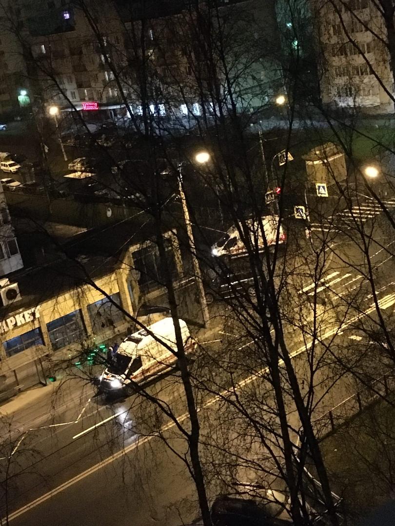 Сегодня примерно в 1:30 ночи на пересечении Серебристого бульвара и проспекта Королева неизвестные н...