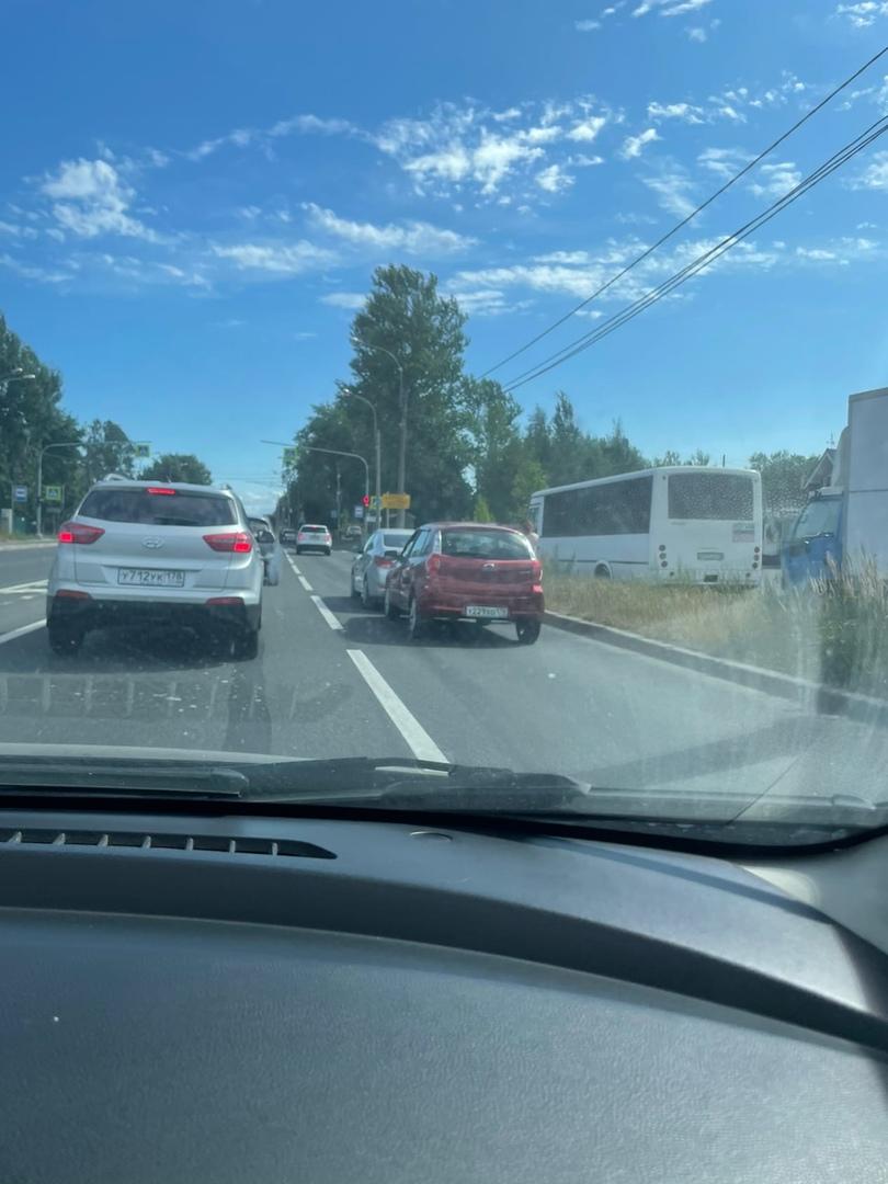 На Выборгском шоссе,в сторону СПб,напротив магазина Оранж. Женщина на Датсуне догнала Hyundai.