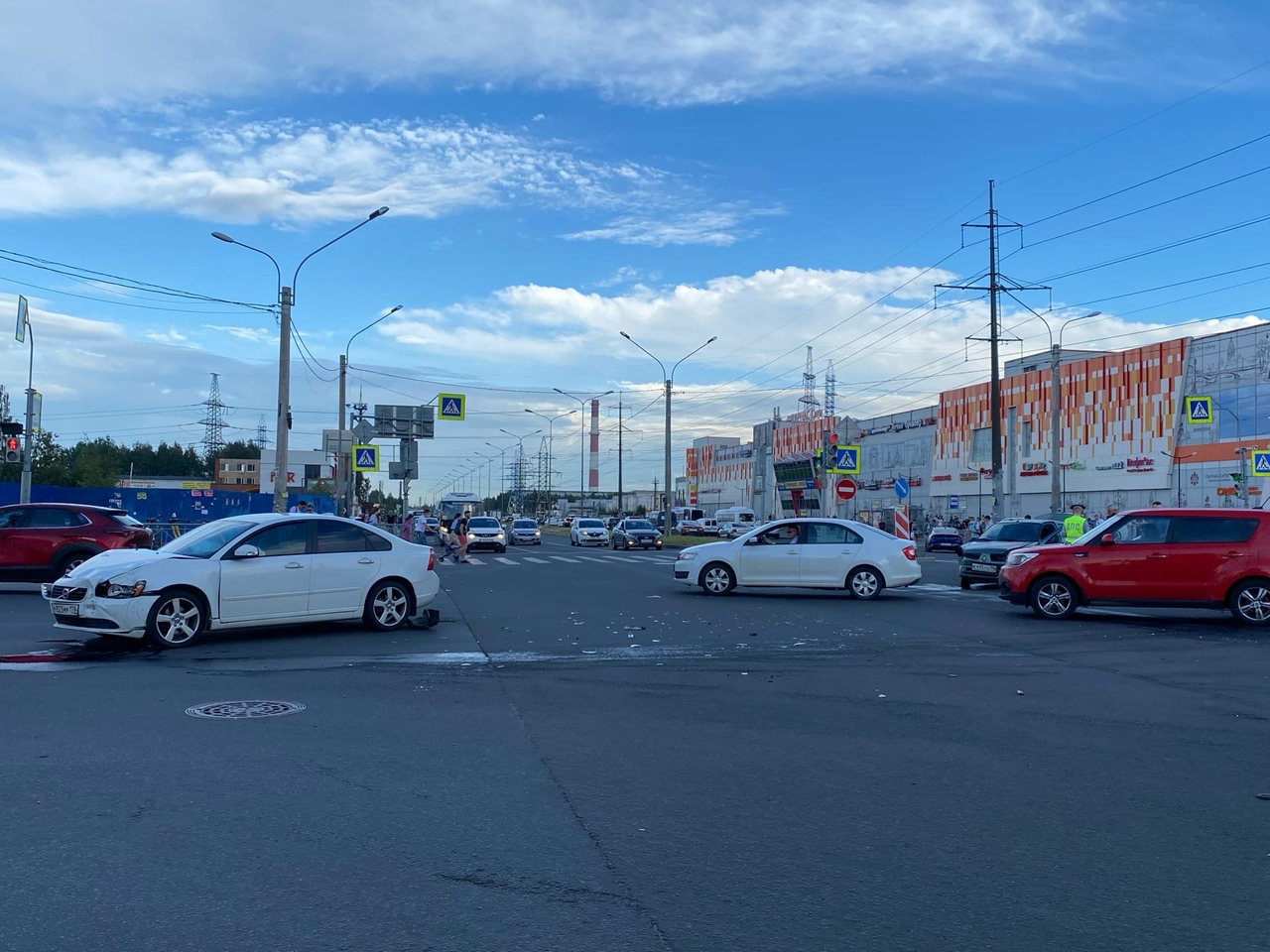 На Парнасе столкнулись Renault и Volvo.