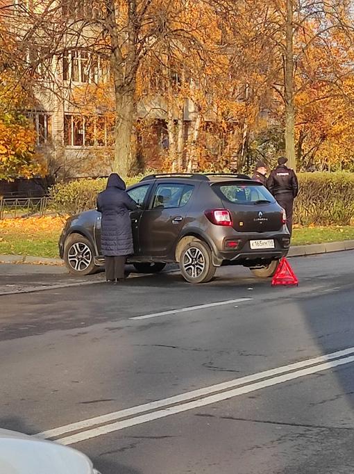 На Пражской - ДТП с участием полицейской машины.