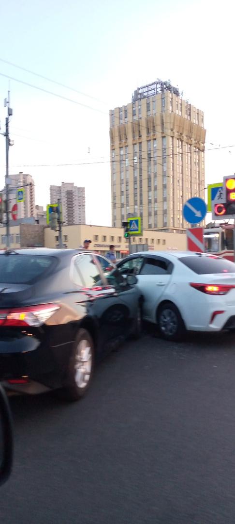 Столкновение на пересечении улицы Ушинского и проспекта Просвещения.