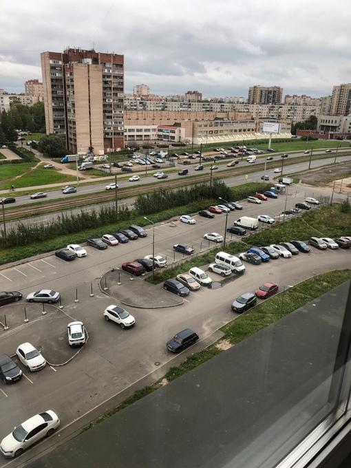 Уже несколько дней жители ЖК Цивилизации по адресу Дальневосточный пр д.25 к1 собираются, пытаясь ра...