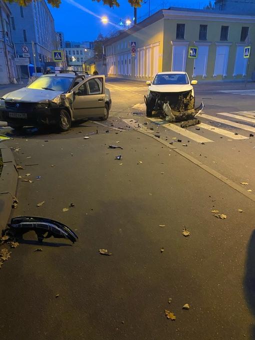 Авария на пересечении Сердобольской и Лисичанской