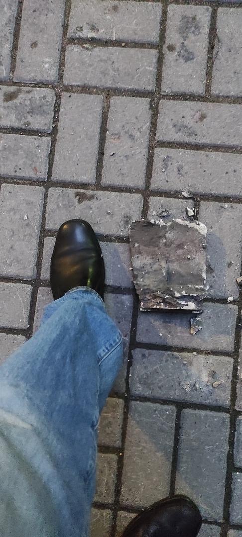 Вечером 22 мая с внутреннего фасада д.58 по ул. Некрасова обрушилась штукатурка. Большой кусок упал ...