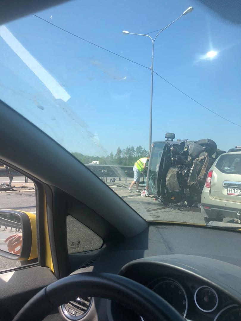 На Новоприозерском шоссе перевернулась Газель. Пробка огромная