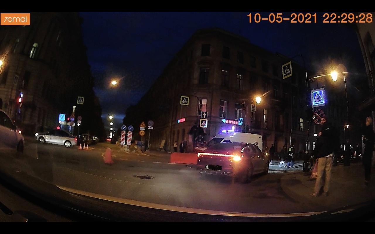 Сбили насмерть пешехода на перекрёстке Моховой и Пестеля.