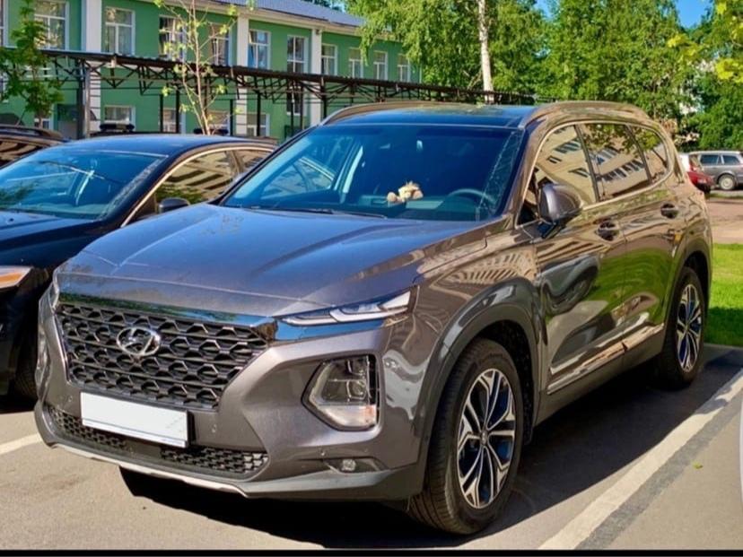 26 апреля с парковки у дома в Шлиссельбурге был угнан автомобиль Hyundai Santa Fe серого цвета 2019 ...