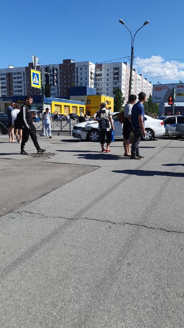 ДТП на пересечении Крыленко и Большевиков. Пострадавших нет.