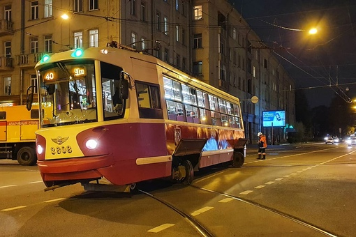 Трамвай сошёл с рельс на Лесном проспекте у Выборгской.