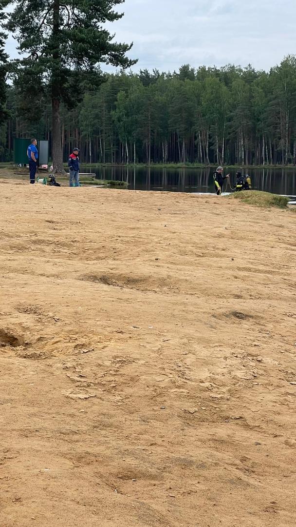 Сегодня около 13.30 на Коркинских озёрах утонул человек. Пока ещё была возможность его спасти, рядом...